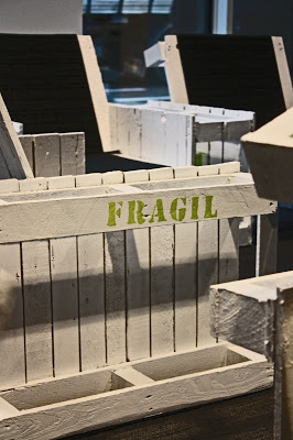 Fauteuils construits avec des palettes en boismeuble en - Peindre des palettes en bois ...