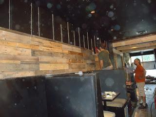 Mobilier de restaurant faite de palettes ( 1 de 2)4