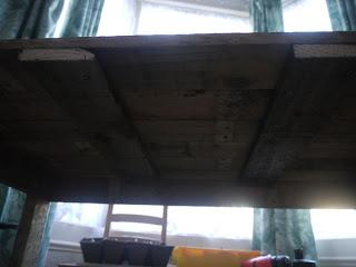PC table faite avec des palettes en bois11