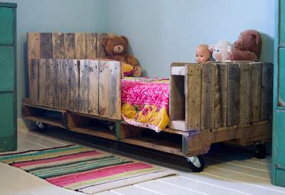 Pas cher chambre pour les enfants faite avec des palettes8