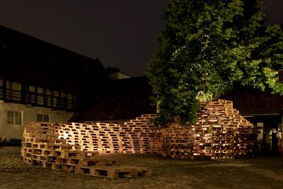 Pavillon faite de palettes par les étudiants de l'École d'architecture d'Aarhus2