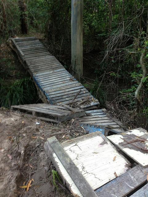 Pont construit avec des palettes recyclées4
