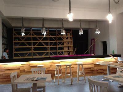 Pub La Emolientería  à Lima au Pérou entièrement meublé avec des meubles fabriqués à partir de palettes en bois3