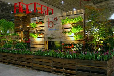Structure de jardin en palettes de bois au Bloom Festival à Toronto