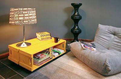 Table d'appoint faite avec des boîtes de fruits