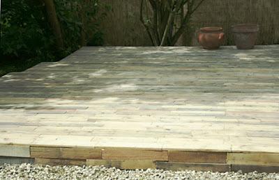 revêtement de sol en bois de palettes