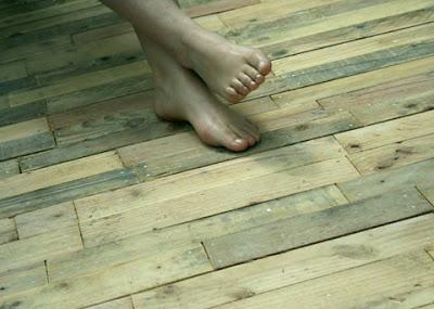revêtement de sol en bois de palettes2