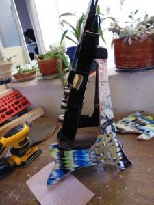 Pupitre pour guitare et crânes fabriqués à partir de planches à roulettes recyclés5