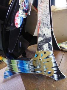 Pupitre pour guitare et crânes fabriqués à partir de planches à roulettes recyclés6