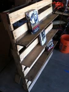 Bibliothèque et chaise d'extérieur en palettes2