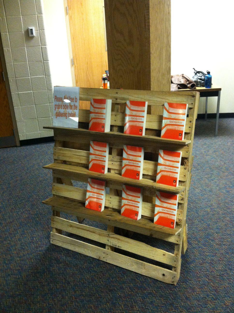 Biblioth que et chaise d ext rieur en palettesmeuble en - Meuble exterieur en palette ...