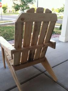 Bibliothèque et chaise d'extérieur en palettes6