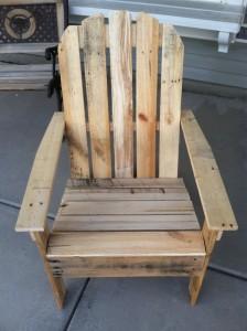 Bibliothèque et chaise d'extérieur en palettes7