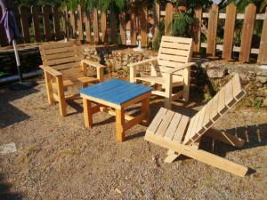 chaises pour la terrasse et un hamac pour bronzermeuble en palette meuble en palette. Black Bedroom Furniture Sets. Home Design Ideas
