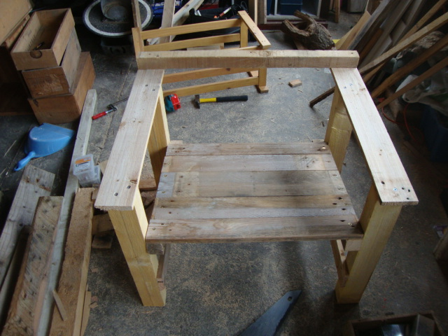 Chaises pour la terrasse et un hamac pour bronzermeuble en for Chaise pour bronzer