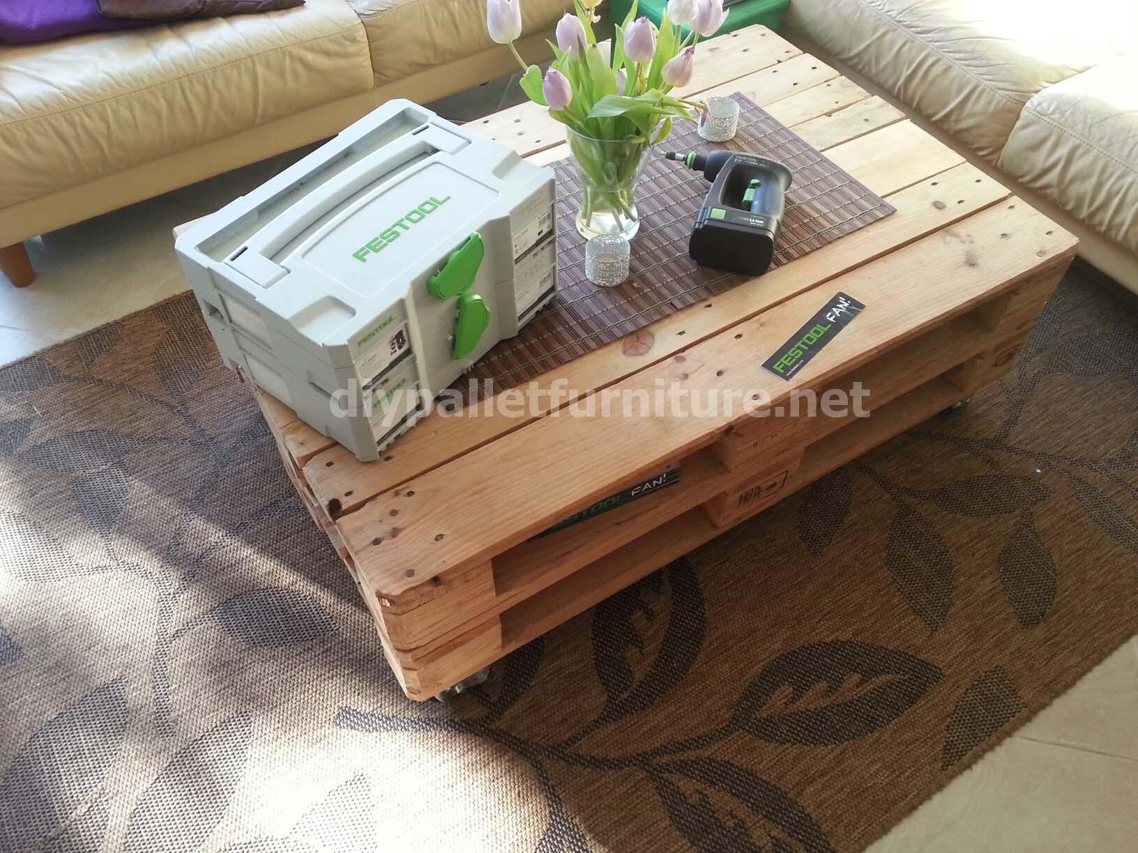 table de palette pneumatiquemeuble en palette meuble en palette. Black Bedroom Furniture Sets. Home Design Ideas
