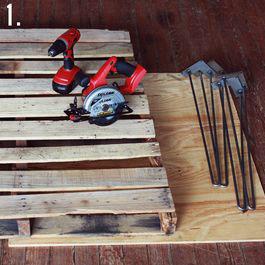 Comment faire une table rustique et vintage avec des - Faire un bureau avec une planche ...