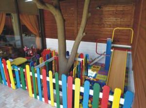 Jardin d'enfants faite avec des palettes et des plans du processus (4)