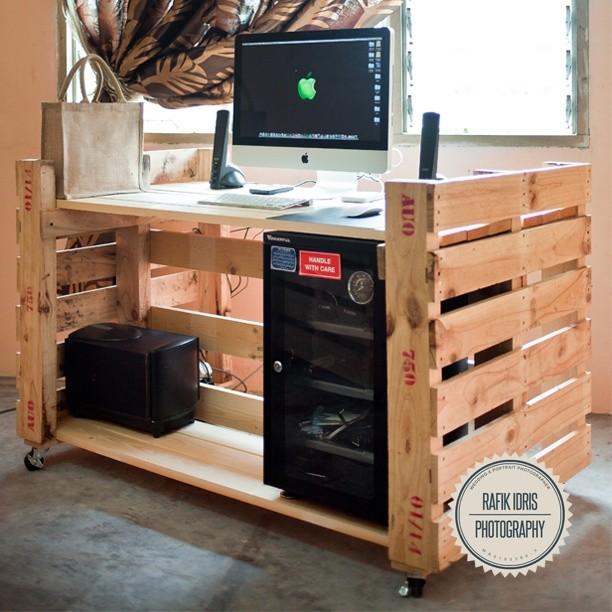 Bureau tonnant avec 2 palettesmeuble en palette meuble for Bureau palette
