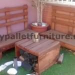 Canapé et table pour la terrasse faite avec des palettes