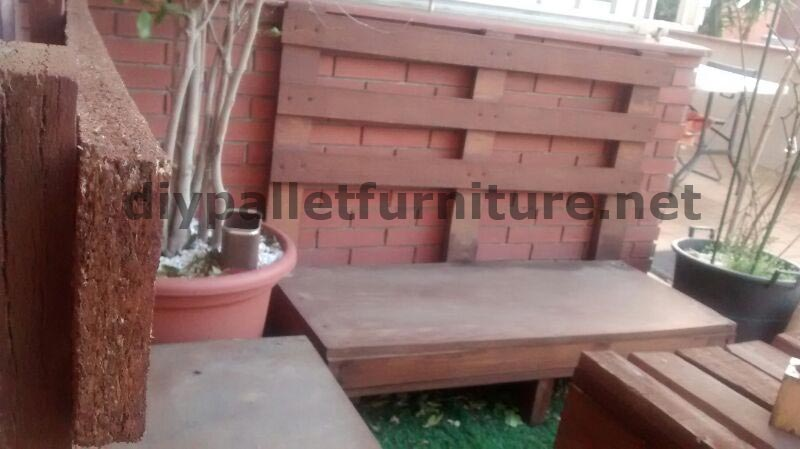 Canap et table pour la terrasse faite avec des for Canape palette terrasse