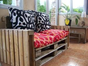 Des instructions étape par étape et des plans sur la façon de faire un canapé avec des palettes facilement