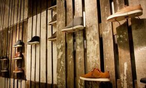La marque de chaussures Clae décore leurs boutiques avec des palettes recyclées 3