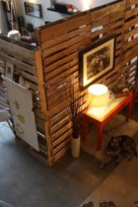 Paravent avec des palettes en bois