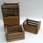 Plusieurs idées originales d'étagères faites de boîtes de fruits