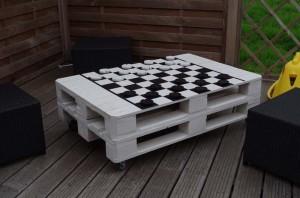 Table à jouer aux dames ou aux échecs à base de palettes