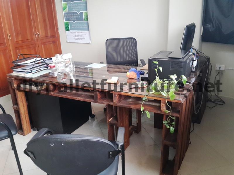 Dans les bureaux de u201cecoeficiencia gestión ambientalu201d en equateur