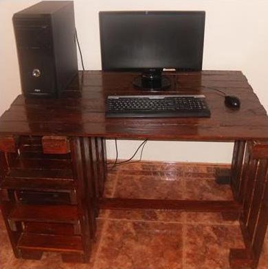 Bureau de votre ordinateur faite avec des palettes 4