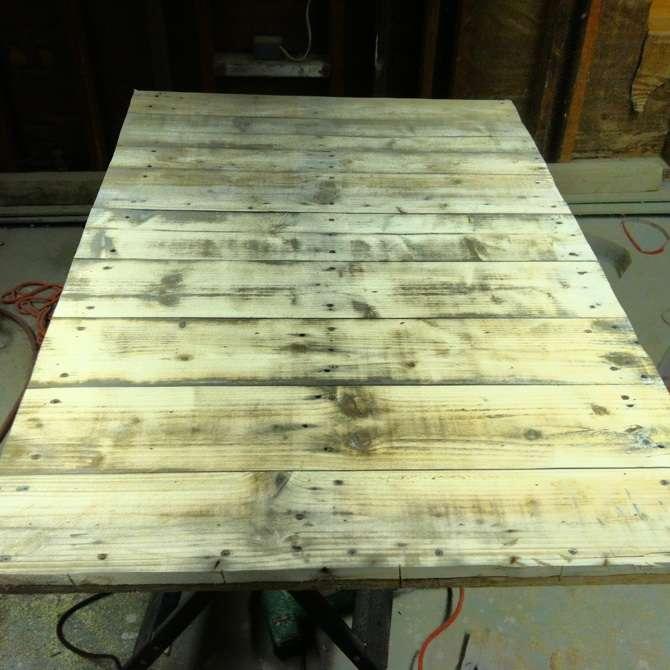 Faire une table avec seulement planches de palettesmeuble - Planche de bois pour table ...