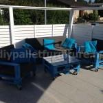 Meubles en kit pour le jardin: canapé d'extérieur avec des palettes