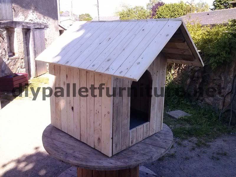La niche avec palettes de manoumeuble en palette meuble - Casa de perro con palets ...