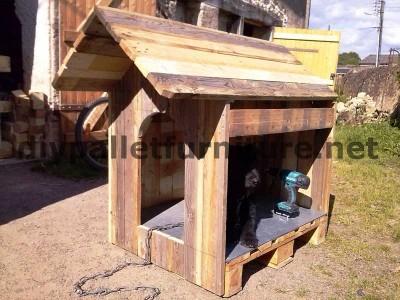 Le chien de la maison de Manou avec des palettes 4