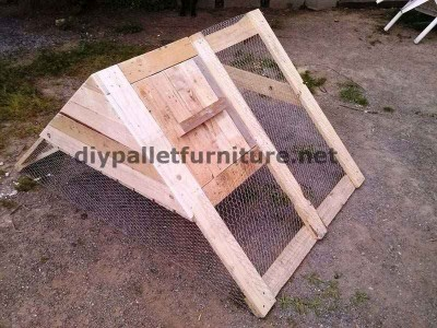 Poulailler construit avec des palettes 1