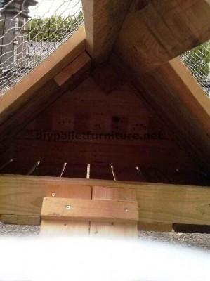 Poulailler construit avec des palettes 2
