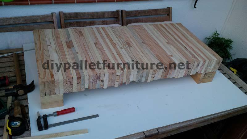 tableau pour votre salon de planches de palettes. Black Bedroom Furniture Sets. Home Design Ideas