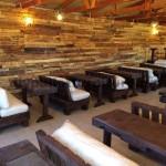 Auditorium faite avec des palettes en bois