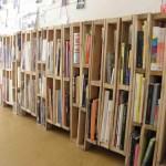 Construire une biblioth ques de palettesmeuble en palette - Construire une bibliotheque en bois ...