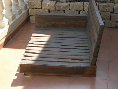 Comment faire un canapé-chaiselong avec des palettes, des explications et des plans 3