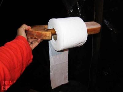 Comment faire un support de papier toilette avec palettes  2