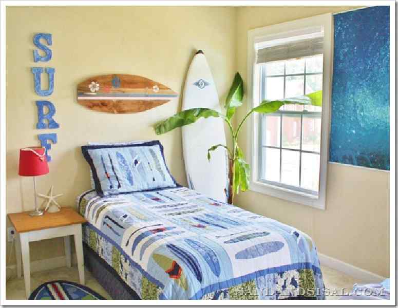 D corez votre maison avec une planche de surf faite avec des palettesmeuble e - Decorer sa planche de surf ...