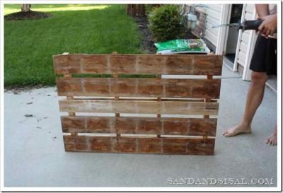 Décorez votre maison avec une planche de surf faite avec des palettes2