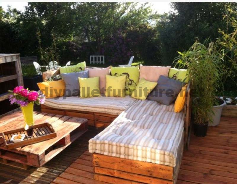 garden lounge fait avec des palettesmeuble en palette. Black Bedroom Furniture Sets. Home Design Ideas