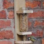 Instructions pour construire une mangeoire pour les oiseaux
