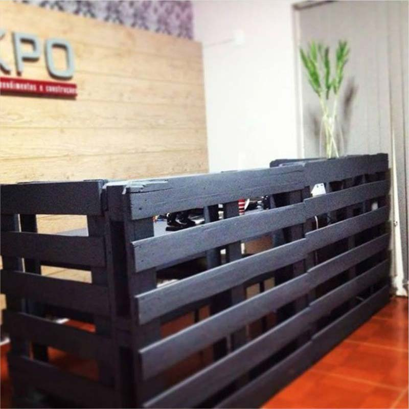 instructions sur la fa on de faire un bureau avec des palettesmeuble en palette meuble en palette. Black Bedroom Furniture Sets. Home Design Ideas