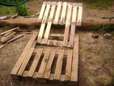 Instructions sur la façon de faire un canapé avec 2 palettes de les assembler 17