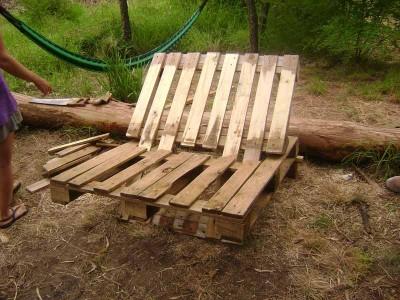 Instructions sur la façon de faire un canapé avec 2 palettes de les assembler 18